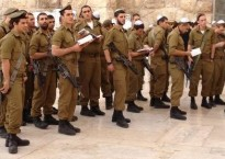 Soldiers at the Kotel2